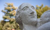 Powrót rzeźby Kobieta zdzieckiem Aliny Szapocznikow naŻoliborz
